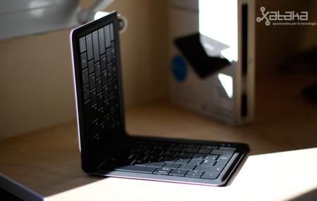 Microsoft Universal Foldable Keyboard, análisis: un teclado físico para llevártelo a todas partes