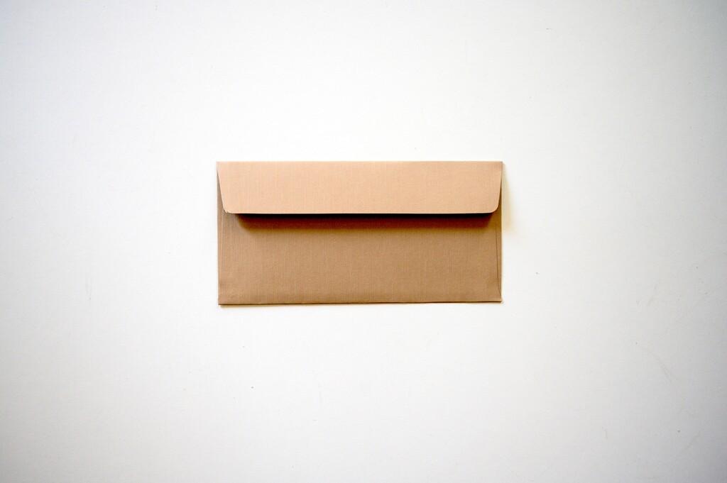 Cómo cambiar la dirección de reenvío de correo del servicio