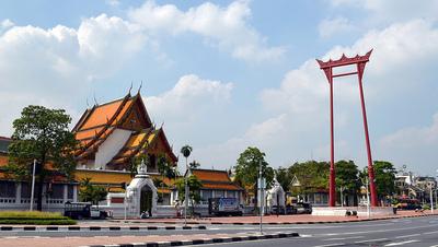 Guía de templos de Bangkok: Wat Suthat y el columpio gigante