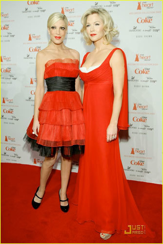 Tori Spelling y Jennie Garth para The Heart Truth Red Dress Collection 2009