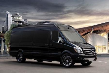 Mercedes-Benz y Lexani Motors presentan un vehículo para viajes de lujo