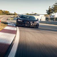El Bugatti Chiron Pur Sport exprime en circuito sus 1.500 CV en este vídeo grabado desde otro Chiron Pur Sport en acción