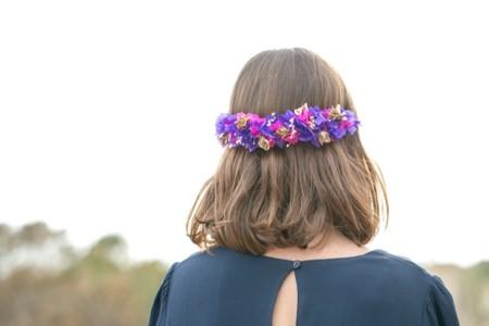 ¿Tienes una boda y no sabes cómo vestir tu melena? Confía en las coronas de flores de Moncollier Bcn