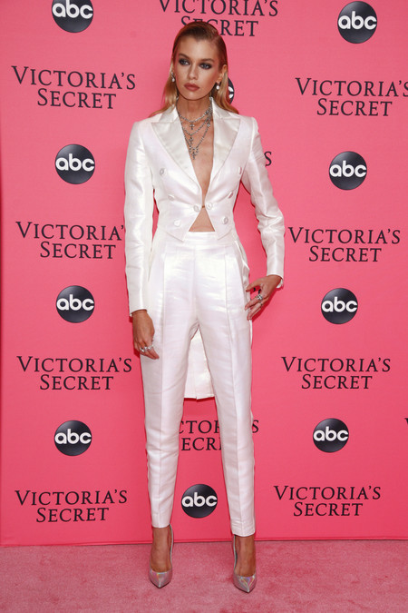 Stella Maxwell victoria secret red carpet