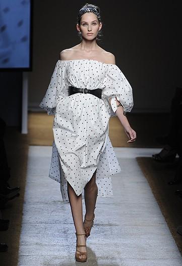 Foto de Yves Saint Laurent, Primavera-Verano 2010 en la Semana de la Moda de París (14/17)