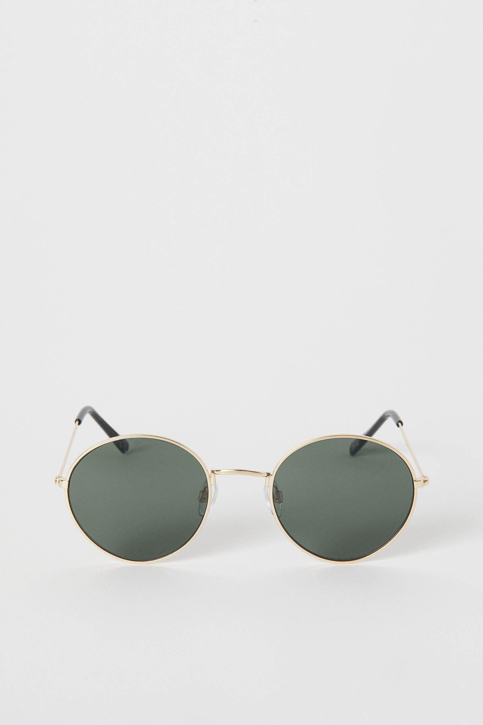 Gafas de sol con montura de metal y lentes teñidas. Protección UV.