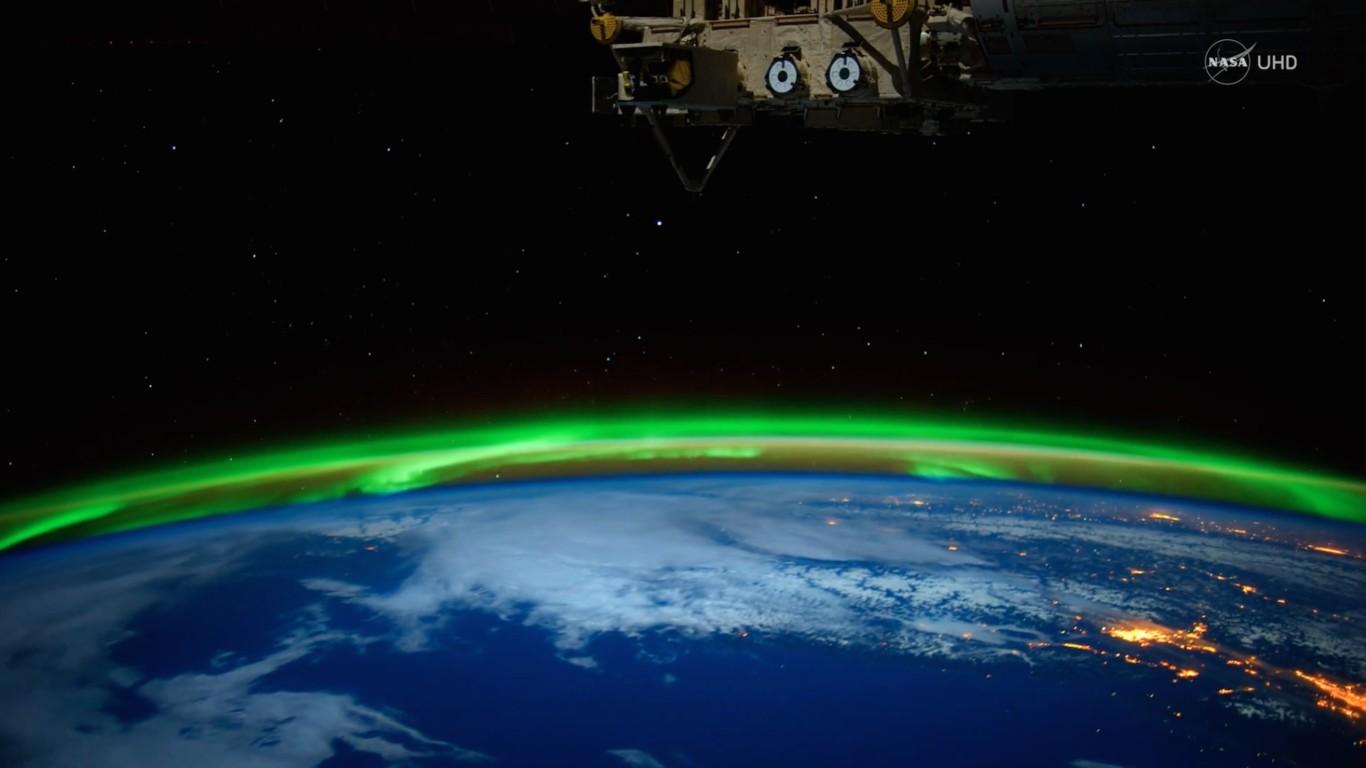 Ver Auroras Boreales es increíble, pero verlas desde el espacio y en 4K es espectacular