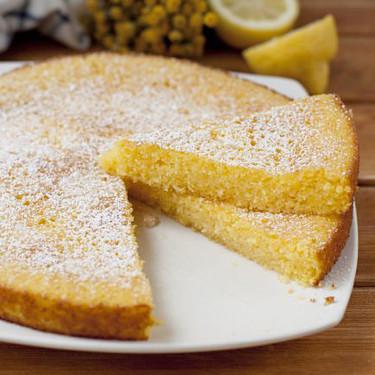 Bizcocho de polenta y limón, receta fácil para hacer con niños