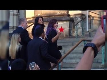 ¡Menuda peineta le ha dedicado Demi Lovato a un paparazzi!