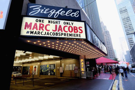 Desfile Marc Jacobs Première, one night only, en el Ziegfeld Theater para la primavera 2016
