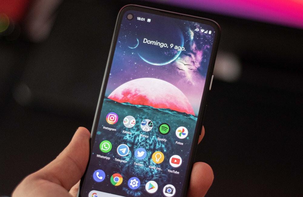Los mejores móviles con <strong>Android℗</strong> puro de 2021″>     </p> <p>Cada vez más cuesta hallar en el mercado algún aparato que tenga ese <strong>«Android puro»</strong>, es decir, que ofrezca la <strong>interfaz nativa del sistema operativo</strong> sin personalizaciones extremas. Actualmente la mayoría de fabricantes aplican en sus prototipos para diferenciarse de la competencia.</p> <p> <!-- BREAK 1 --> </p> <p>Actualmente, solo los <strong>Google Pixel</strong> y <strong>Android One</strong> ofrecen lo que ahora sería ese <strong>Android℗</strong> puro, pero por suerte aún hay fabricantes que apenas personalización la interfaz de sus móviles, ofreciendo perfectamente una <strong>interfaz AOSP</strong>. A continuación haremos un repaso a <strong>los mejores móviles con <strong>Android℗</strong> puro</strong>, o casi, que podréis adquirir este <strong>2021</strong>. </p> <p> <!-- BREAK 2 --> <span id=