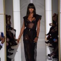 Naomi Campbell desfila para La Perla, la marca de lencería más seductora y elegante del panorama actual