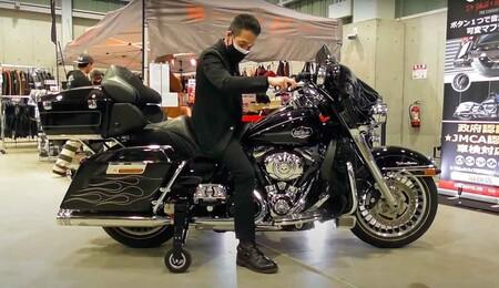 En Japón le están poniendo ruedines a las Harley-Davidson para mejorar la seguridad, y cuestan 4.000 euros