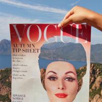 Arnaud Deroudihe rinde homenaje a la moda de los años 60 utilizando portadas vintage de revistas de moda con la técnica del découpage y la yuxtaposición