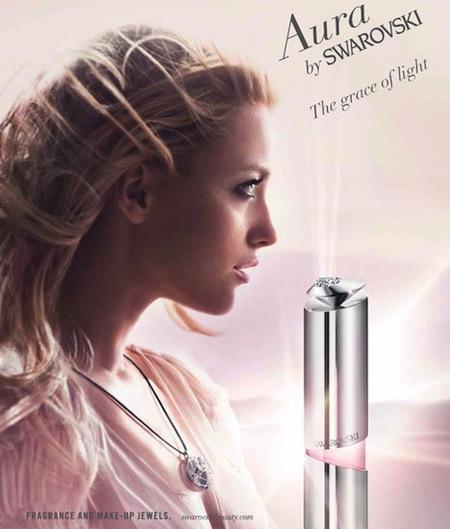 La publicidad de Aura by Swarovski es delicada como su perfume