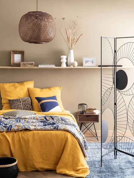 Dormitorio con textiles florales Maisons du Monde