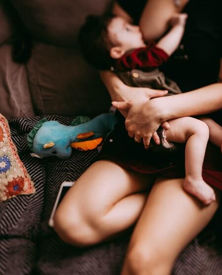 En Estados Unidos hay madres buscando leche materna con anticuerpos COVID-19 para inmunizar a sus hijos, ¿es seguro?