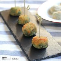 Croquetas caseras de espinacas y queso azul, una receta de aperitivo que siempre gusta