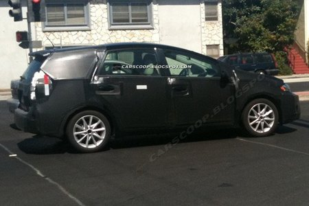 Fotos espía de un Toyota ¿Prius Verso?