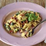 Revuelto de calabacín y jamón ibérico, la receta ideal para una cena ligera y saciante