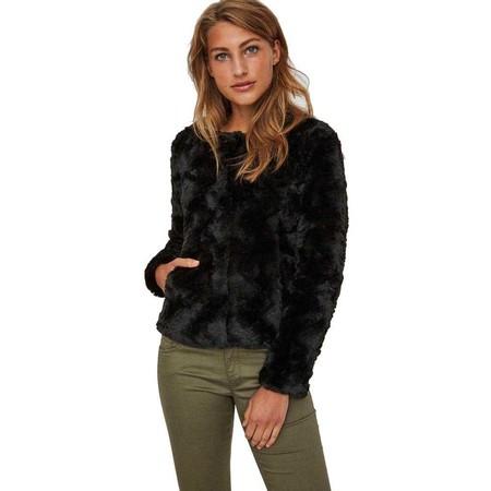 La chaqueta para mujer Vero Curl Short en negro está rebajada a 23,95 euros en Amazon
