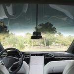 Tesla consigue patentar su limpiaparabrisas a partir de rayos láser, el loco invento que podría estrenar la Cybertruck