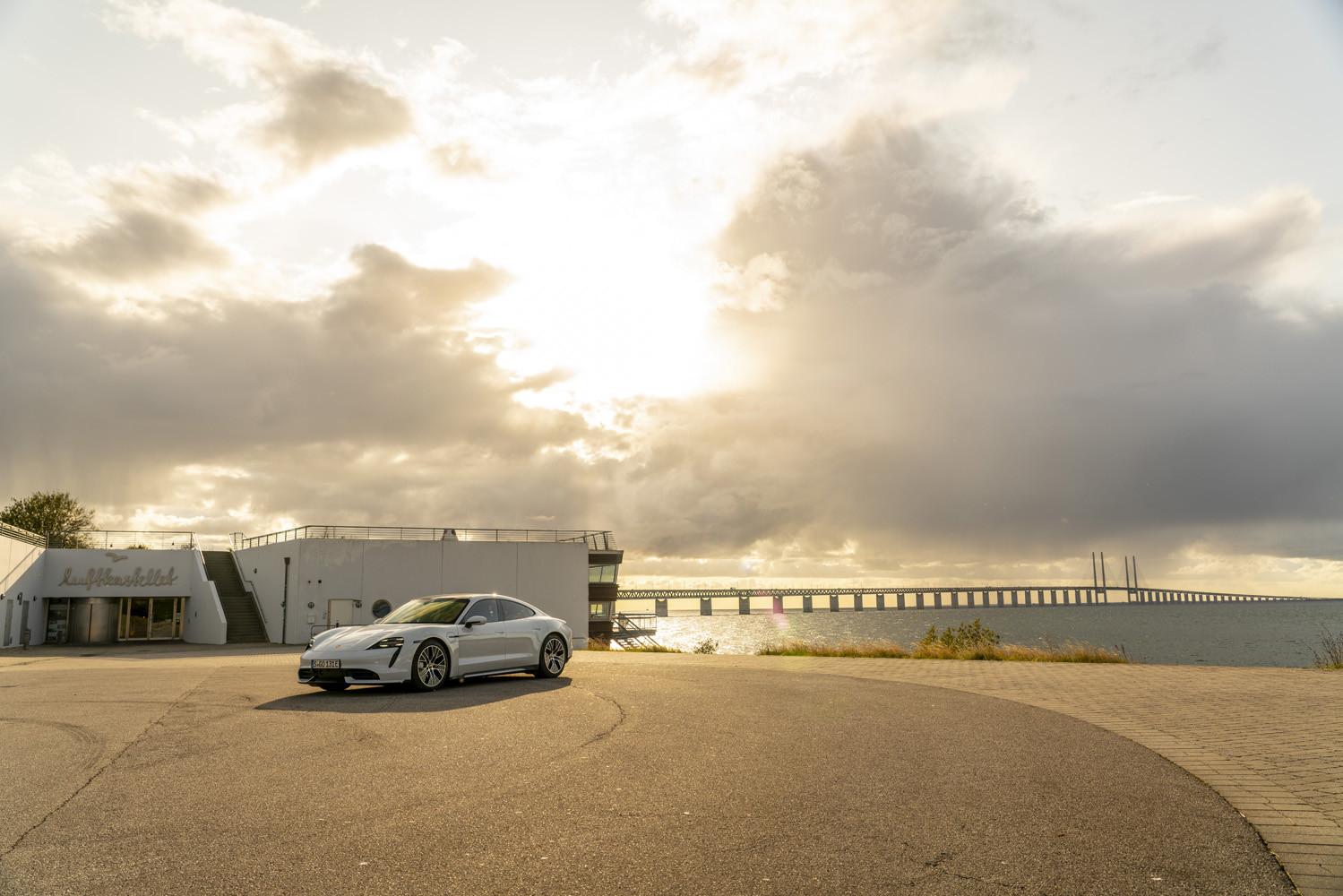 Foto de Porsche Taycan prueba contacto (273/275)