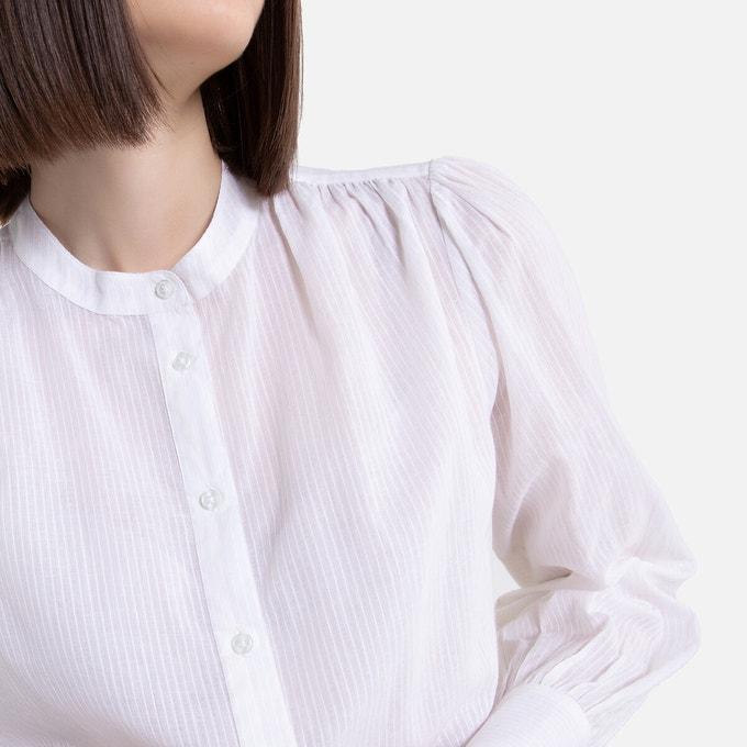 Camisa blanca de manga larga con cuello redondo