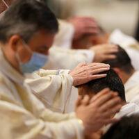 Rebelión en la Iglesia: la bendición de matrimonios homosexuales amenaza con romper al catolicismo