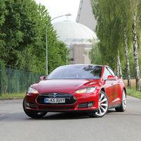 Los Tesla más antiguos podrían quedarse fritos por un problema en su memoria flash