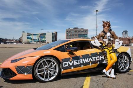 Si te pasas por la PAX East no olvides darte un paseo en Lamborghini con Tracer de Overwatch