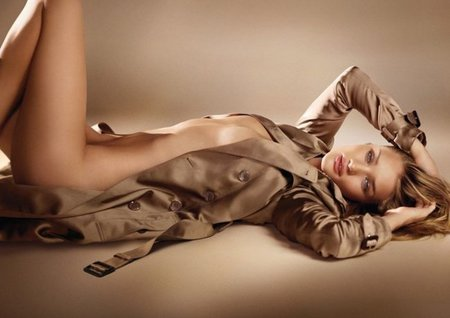 Burberry, el trench y Rosie Huntington-Whiteley