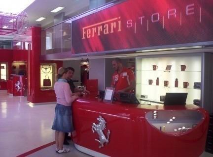 Tienda Ferrari en Roma