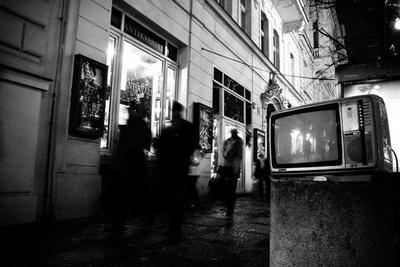 ¿Por qué nos gastamos casi 2.000 millones de euros al año en subvencionar la TV?
