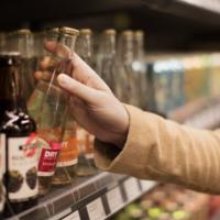 La tienda sin humanos de Amazon sí que necesitará un dependiente para venderte alcohol