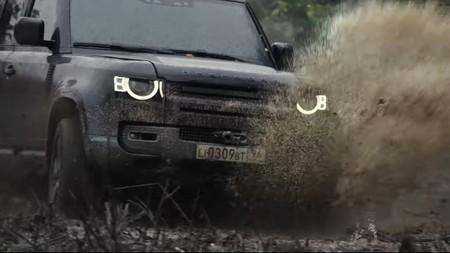 Land Rover Defender 007 1