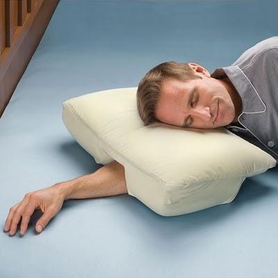 Almohada con espacio para el brazo