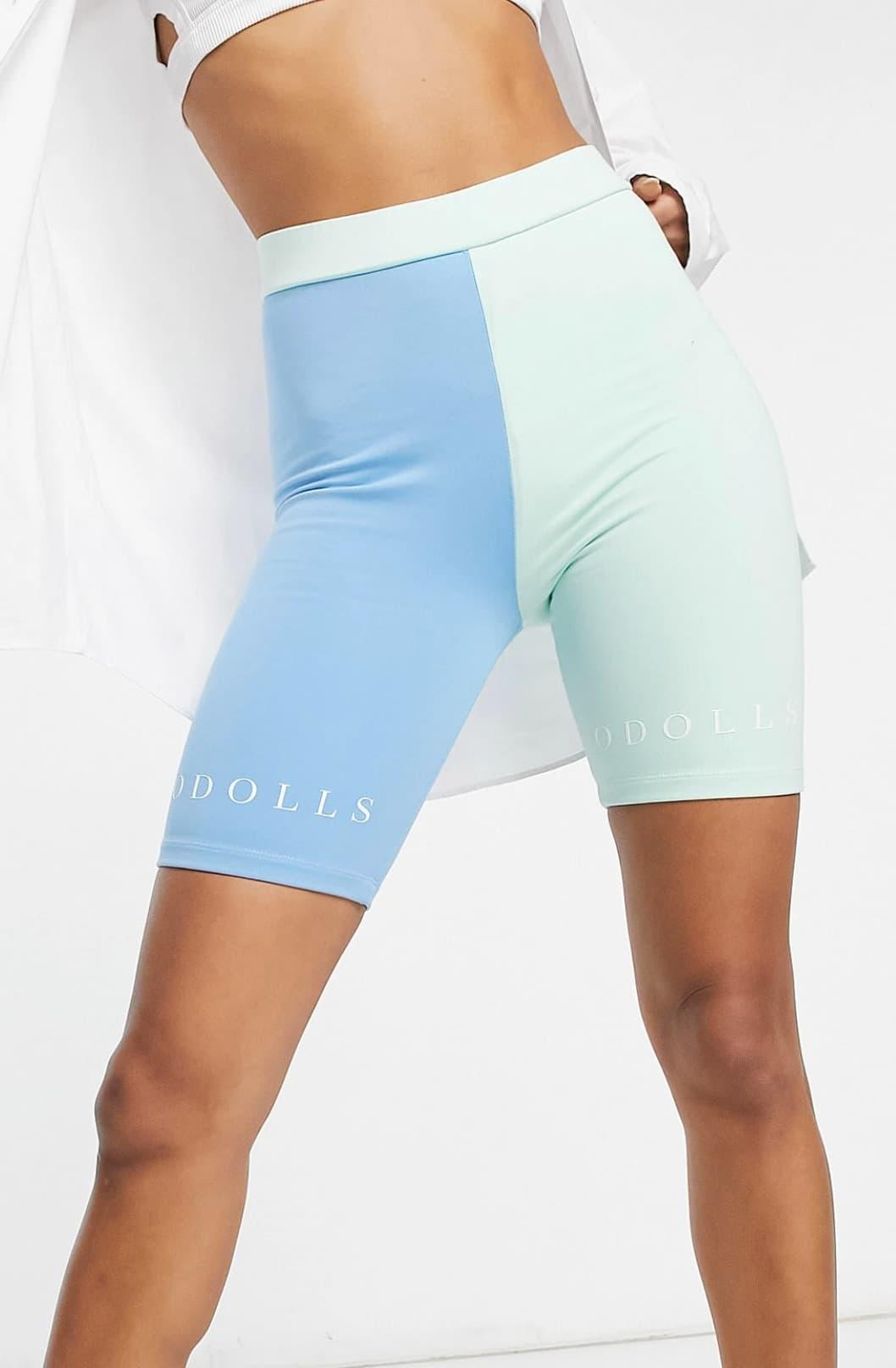 Shorts ajustados multicolor con logo en contraste de The ODolls Collection