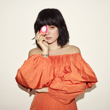 """""""No me masturbé hasta casi los 30 años"""": Lily Allen lanza su propio juguete sexual con Womanizer, un succionador de clitoris de edición limitada"""