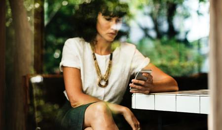 Mandar constantemente mensajes a tus amigos sobre tus problemas puede darte aún más ansiedad
