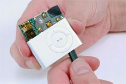 El iPod shuffle 2G, desmontado