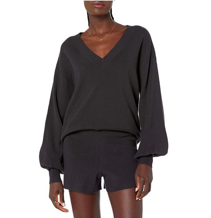 Jersey negro con escote en V