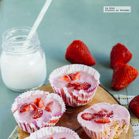 Cupcakes de granola y yogurt helado. Receta de postre fácil
