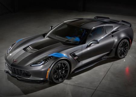 El Chevrolet Corvette podría renovar su generación equipándolo con motor central