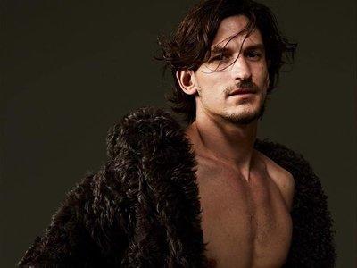 Para Roberto Cavalli el invierno es para enseñar piel, tal y como Jarrod Scott en su campaña