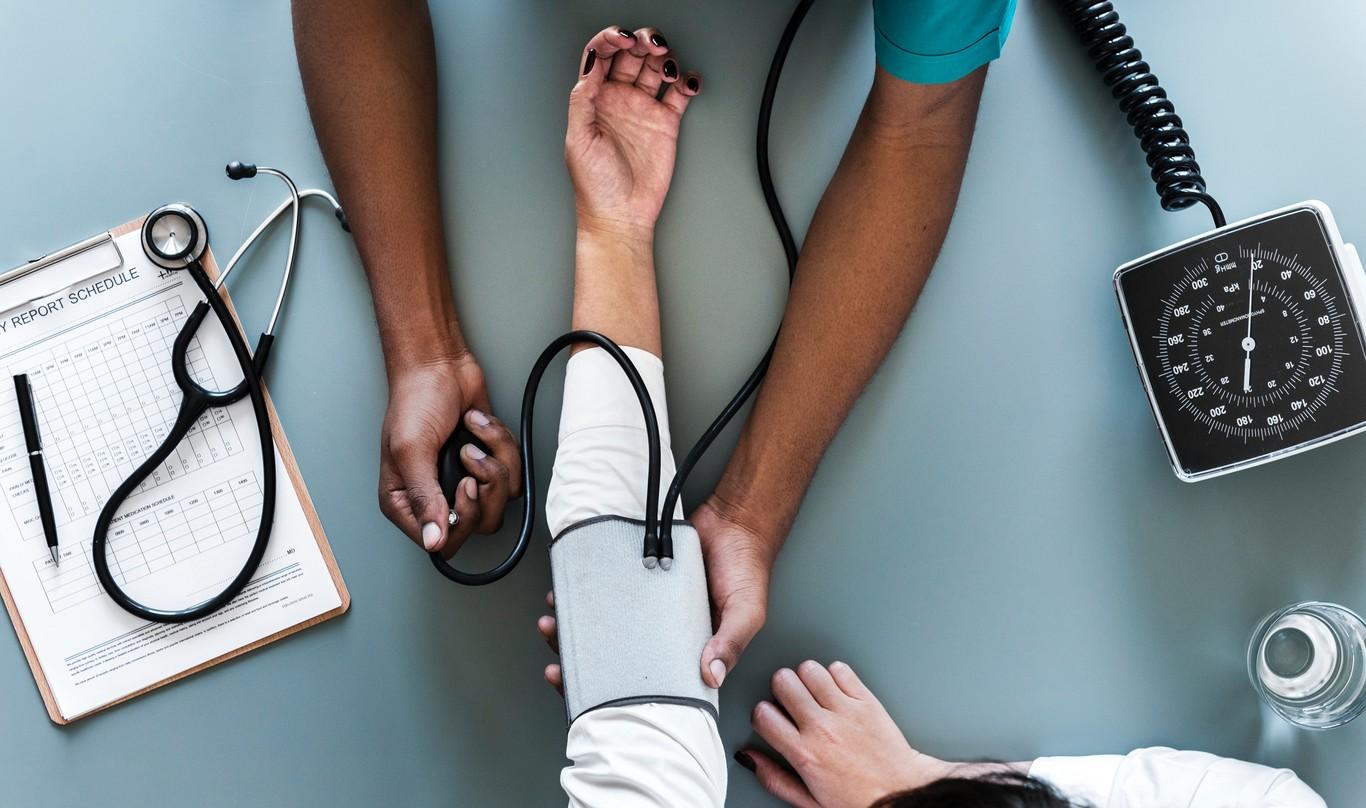 Hipotensión ortostática versus signos de hipertensión