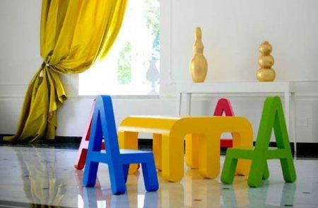 Muebles de letras de colores para niños