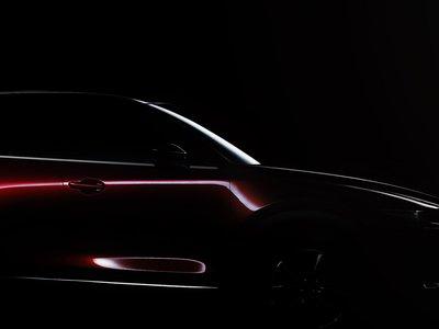 Bajo esas sombras está el Mazda CX-5 que conoceremos en el Salón de Los Ángeles