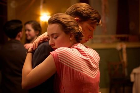 Saoirse Ronan Y Domhnall Gleeson En Brooklyn