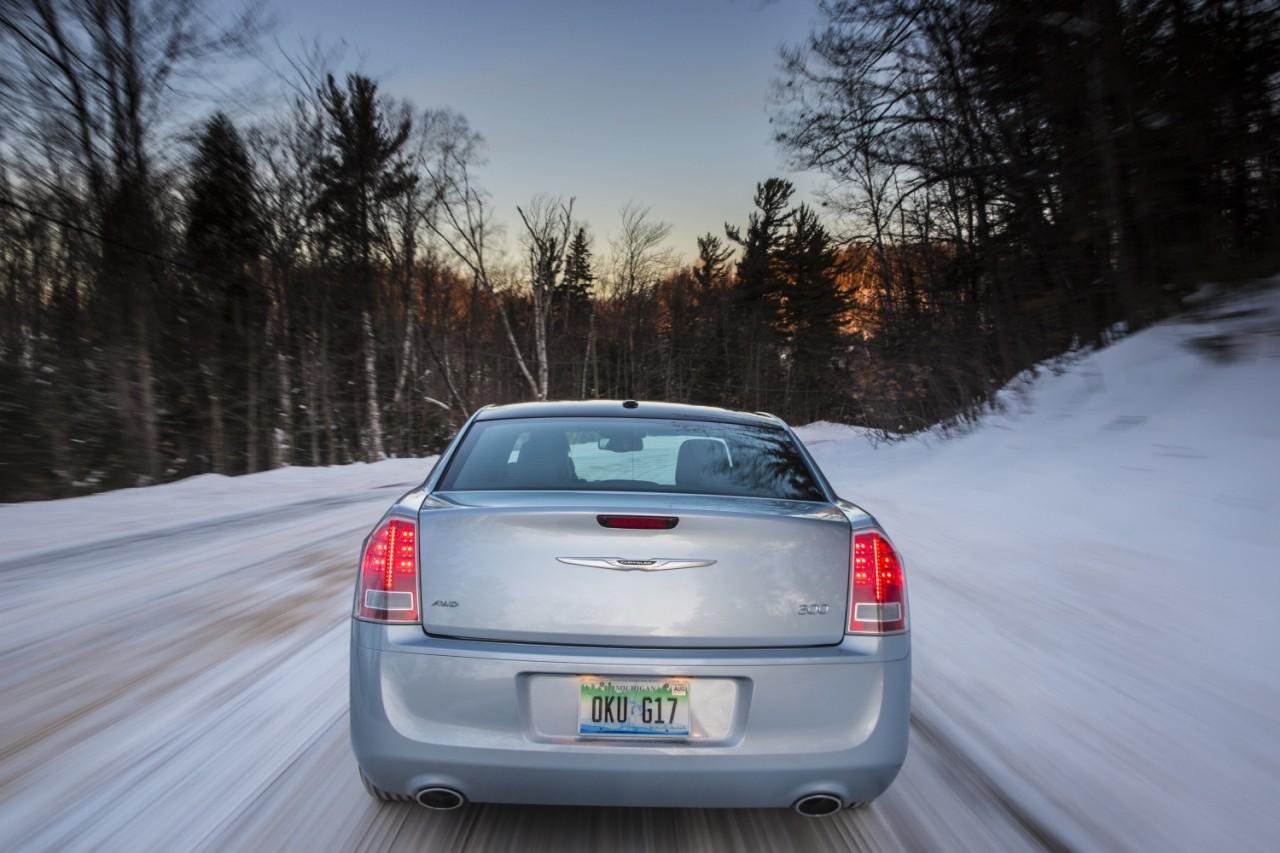 Foto de 2013 Chrysler 300 Glacier (18/27)